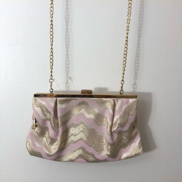 Lilly Pulitzer Handbags - Lilly Pulitzer small crossbody pink and gold